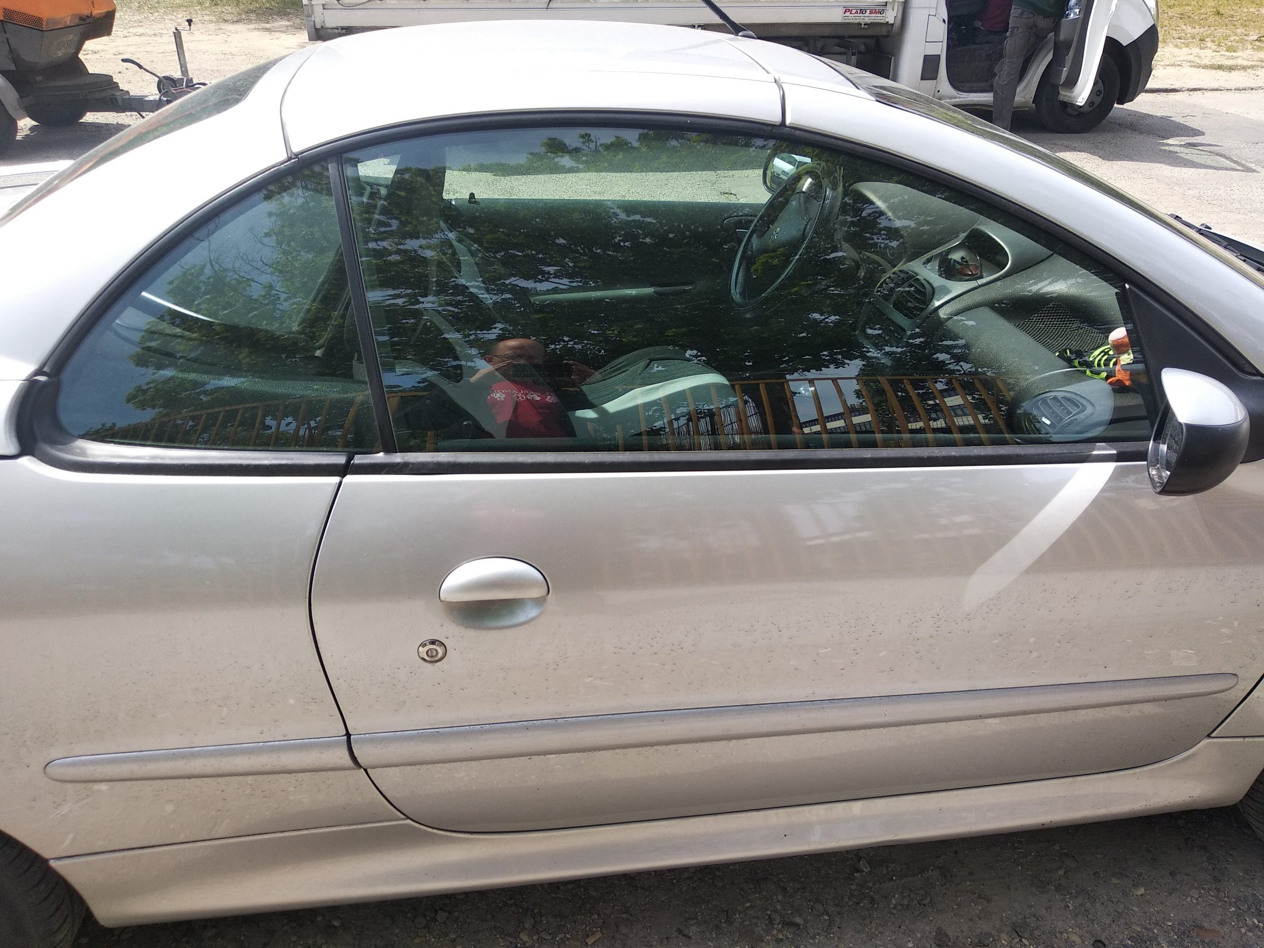 Keret nélküli ablak autónyitás
